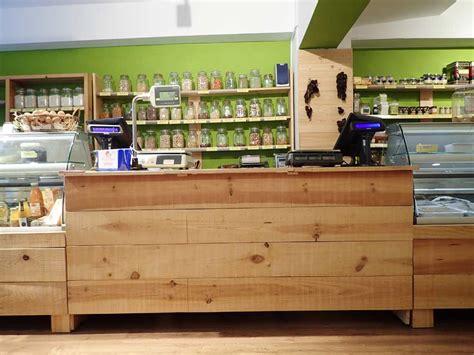 mostradores de madera  tiendas mind
