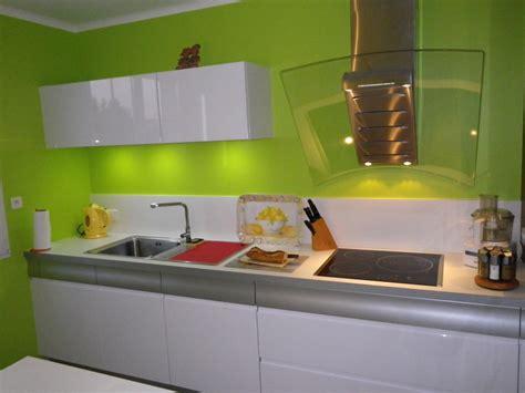 deco design cuisine cuisine verte et blanche