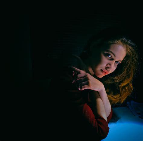 gambar gadis wanita model merah kegelapan keindahan