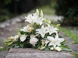 Trauer Blumen Bilder : blumen f r trauer blumen schmidt n rnberg ~ Frokenaadalensverden.com Haus und Dekorationen