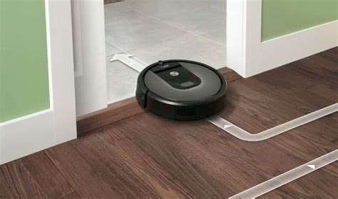 Roomba I7+ Automatically Flings Dirt Into Garbage After