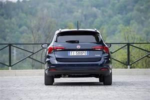 Fiat Tipo Noir : 2016 fiat tipo hatchback and station wagon priced in the uk autoevolution ~ Medecine-chirurgie-esthetiques.com Avis de Voitures