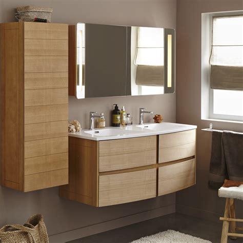 meuble de salle de bains  de  brun marron
