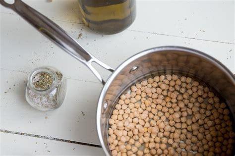 comment cuisiner des pois chiches comment faire cuire les pois chiches secs sans trempage sinquery com