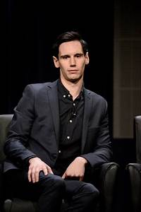 Cory Michael Smith, i try to imagine this pic with glasses ...