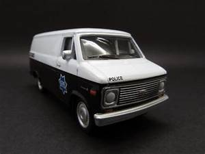 Diecast Hobbist  1977 Chevrolet G20 Van   San Francisco Police Department