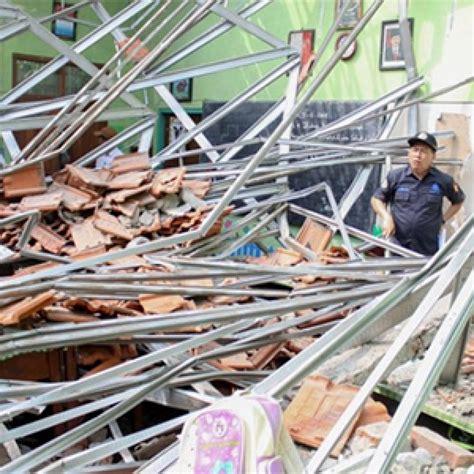 kasus ambruknya atap gedung sd  kota pasuruan polisi
