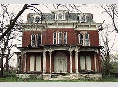 9 More Abandoned Mansions and Houses Left to Decay