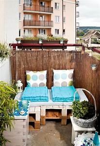 tipps zur balkongestaltung kleinen balkon pfiffig dekorieren With balkon teppich mit tapeten dekoration