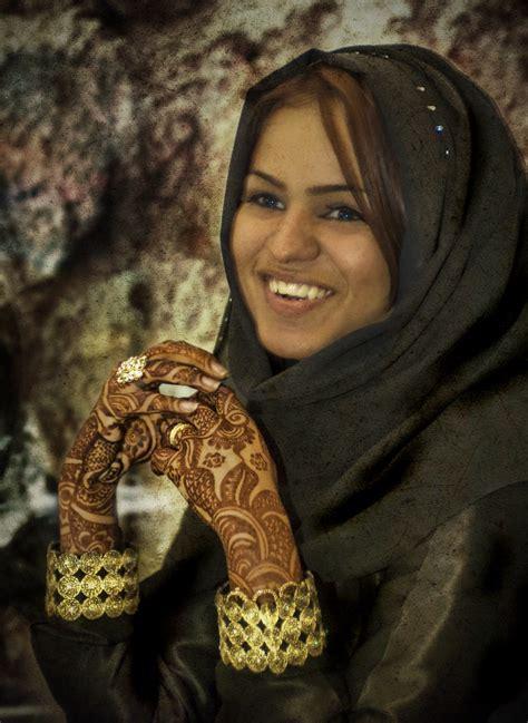 girl  qatar stuck  customs