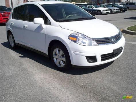 nissan 2008 white 2008 fresh powder white nissan versa 1 8 sl hatchback