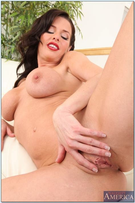 Gorgeous Veronica Avluv Tease And Gets Dicked Milf Fox