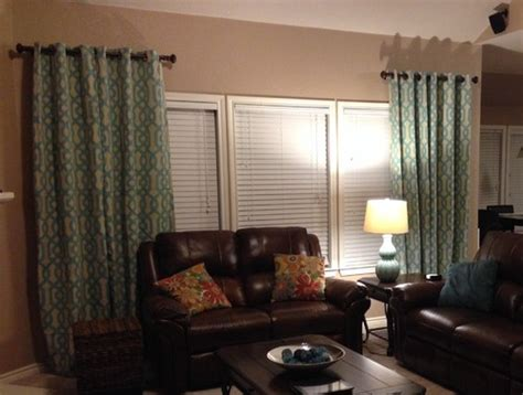 how wide should curtain rods be
