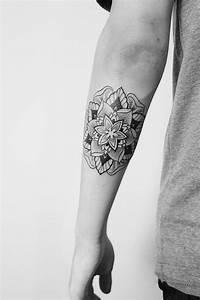 Mandala Tattoo Unterarm : 35 spiritual mandala tattoo designs ~ Frokenaadalensverden.com Haus und Dekorationen