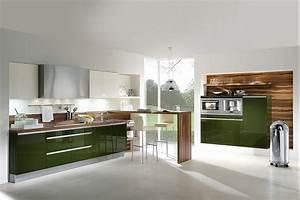 Küche Anthrazit Hochglanz : grifflose k che in hochglanz olivgr n und dunklem holz mit esstheke ~ Frokenaadalensverden.com Haus und Dekorationen