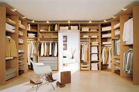 7 tips to create a walk in closet designwud