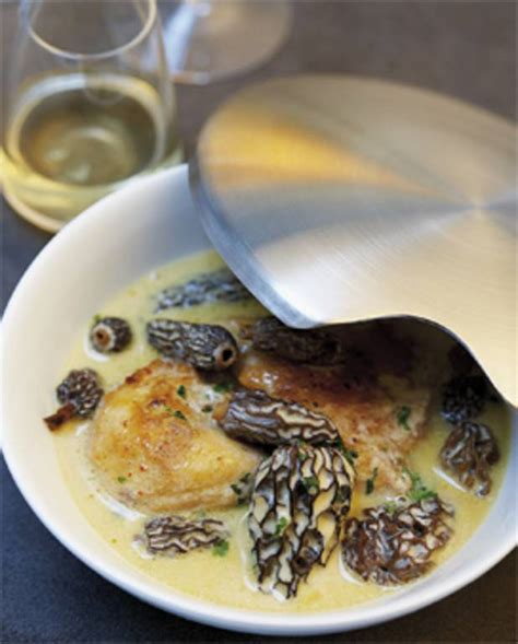 cuisiner poularde poularde aux morilles et au vin jaune recette vin