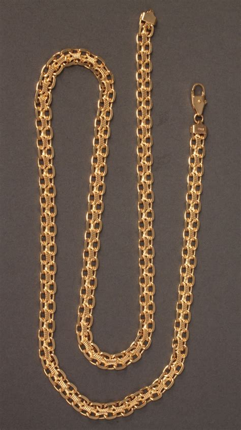 lot   yellow gold square link chain   long