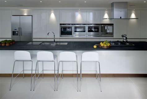 grande cuisine 73 idées de cuisine moderne avec îlot bar ou table à manger