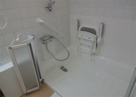 baignoire pour personne handicapee le sp 233 cialiste de la et de la baignoire