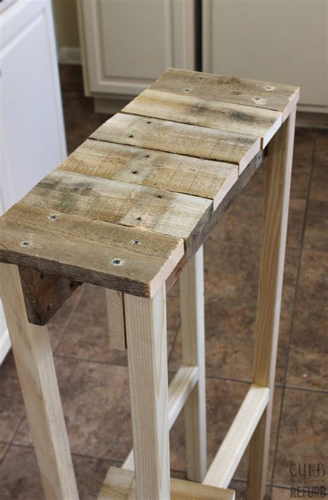 Remodelaholic  Build A Pallet Table For Under $10