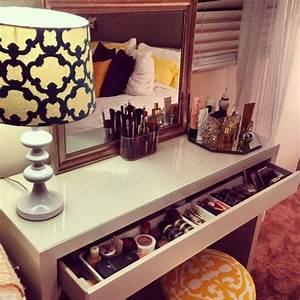 Table De Maquillage Ikea : les 25 meilleures id es de la cat gorie vanity de ~ Teatrodelosmanantiales.com Idées de Décoration