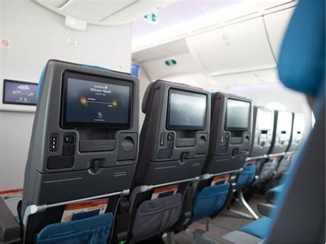 boeing 787 cabin singapore airlines unveils new cabin interior for boeing