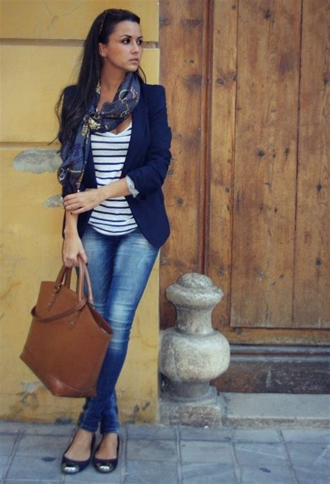 Blue Jeans and Flats Outfit Ideas