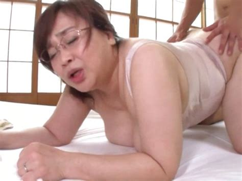 Japanese Mature Got A Creampie After Sex At