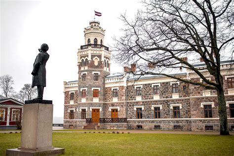 Noslēgumam tuvojas Siguldas Jaunās pils rekonstrukcija