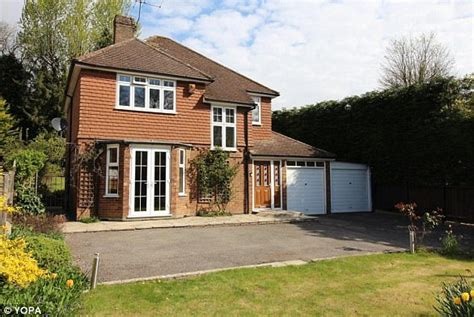 What Does Detached House - why we the detached house and what they cost to buy
