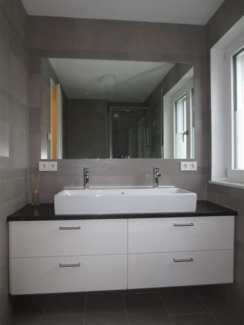 waschtisch mit steinplatte waschtisch in wei 223 lackiert mit steinplatte l s b 228 der waschtisch steinplatten und bad