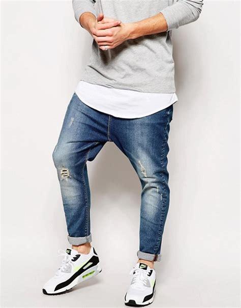 asos asos jeans mit tiefem schritt und abnutzungen