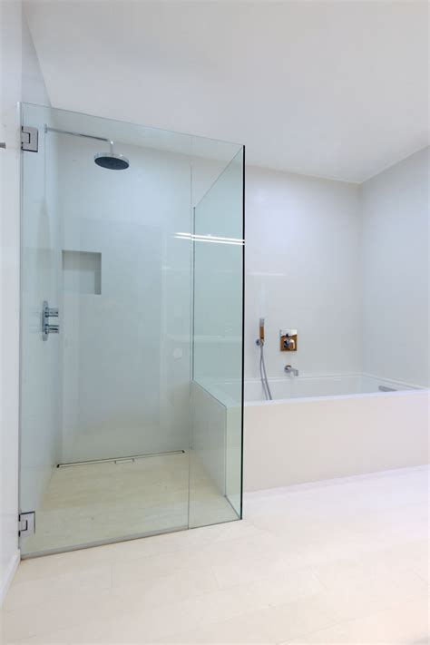 Offene Dusche Glaswand by Casa Moderna Minimalista En California Interiores