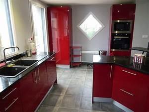 cuisine rouge bordeaux 16 modeles pour vous inspirer With plan de travail cuisine rouge