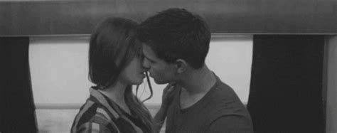 couple kissing gif find share  giphy