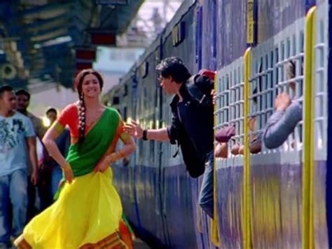 shahrukh khan train scene shahrukh khan train shahrukh