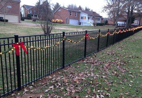 christmas decorating ideas   fence ornaco fence