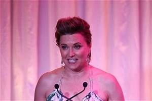 Lucy Lawless 2017 Pictures, Photos & Images - Zimbio