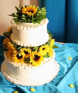 albertsons wedding cakes 32 orange yellow fall wedding cakes with maple leaves pumpkins sunflowers ecinvites