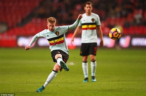 Holland 1-1 Belgium: Carrasco cancels out Klaassen penalty ...