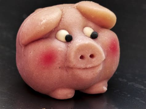 photo funny marzipan pig face sweet  image