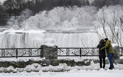 niagara falls transformed  winter wonderland