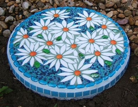 25 best ideas about mosaic stepping stones on