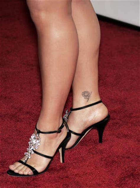 cool feet kelly clarkson feet