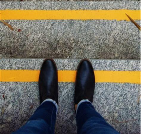 treppe sicher machen mit anti rutsch streifen reisen und freizeit