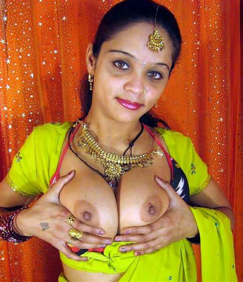 Desi bhabhi Huge Bra boobs Show Moti Chuchi wali bhabhi Ki Photo