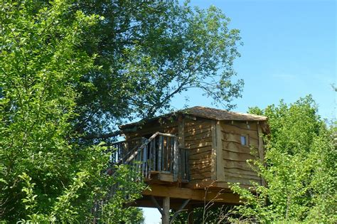 cabane dans les arbres 201 cureuil avec salle d eau privative dans le loiret