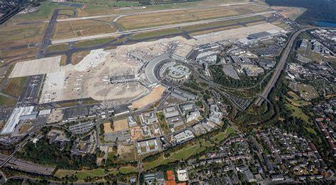 Die durchsuchung ergab jedoch nichts. Kundenreferenz Flughafen Düsseldorf - Mensch und Maschine