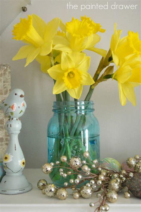 daffodils  spring mantel decorating ideas